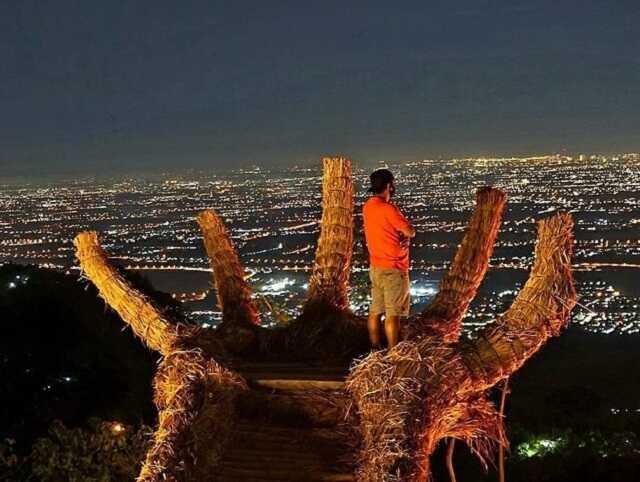 panorama kota dari taman montok ngoro mojokerto