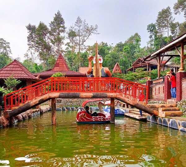permainan air dalem simbah wonosalam jombang
