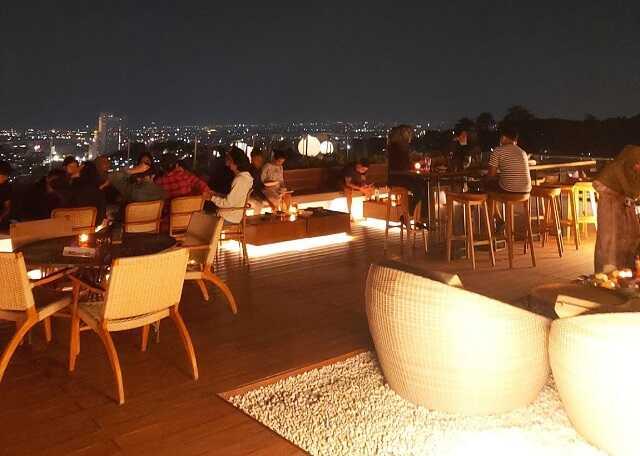 suasana malam di epicure sky terrace semarang