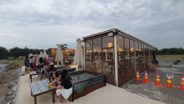 suasana cafe la playa semarang